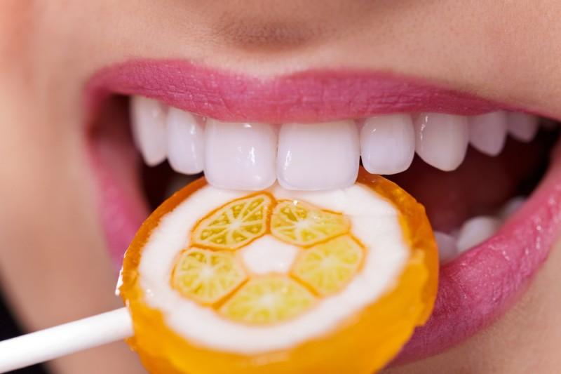Установка протеза зуба